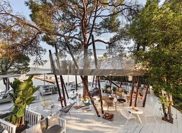 Treehouse Restaurant in Sithonia